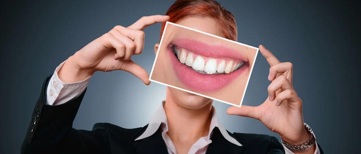detail zubů