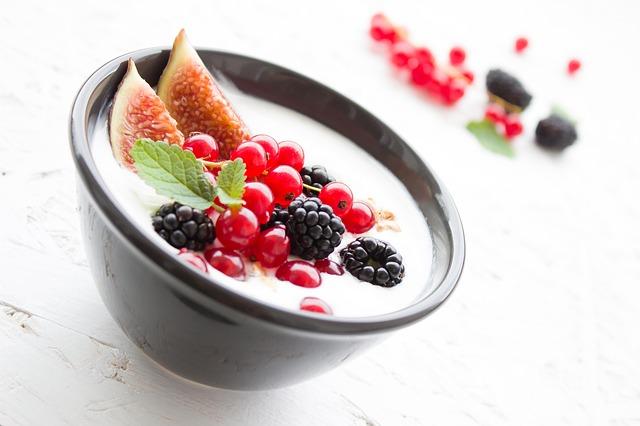 jogurt v a ovoce