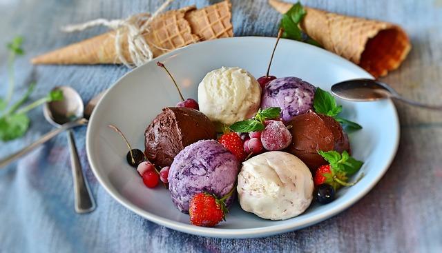 zmrzlina na talířku.jpg
