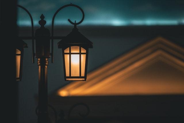 Detail sloupkové lampy