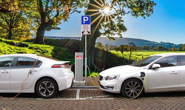 Dobíjení automobilu na elektrický pohon